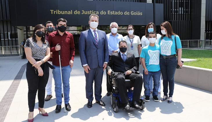 Representantes de grupos de pessoas com deficiência visitam as novas instalações, já adaptadas, da sede do TJGO
